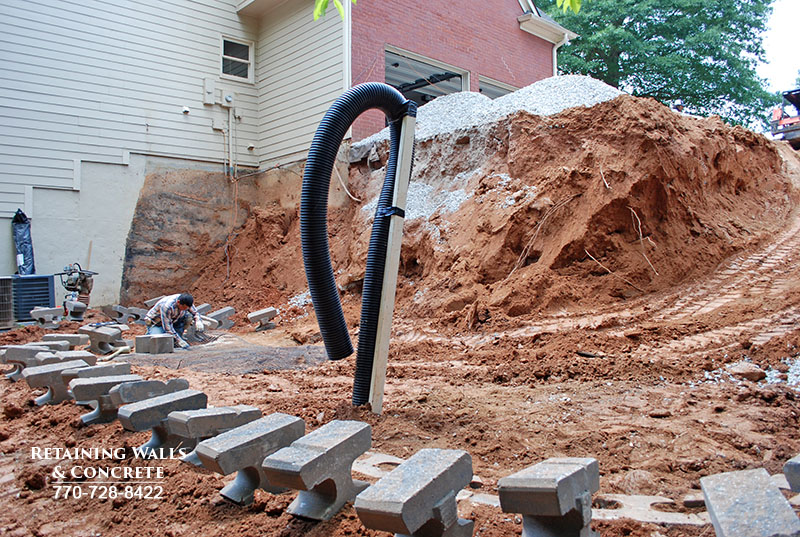 retaining wall drainage system